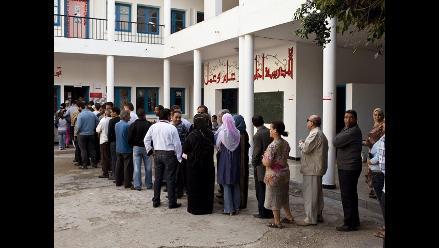 Masiva participación de tunecinos en primeras elecciones democráticas