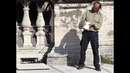 Hombre quemó la Biblia mientras el Papa oficiaba canonización