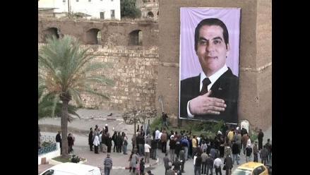 Elecciones en Túnez: Promovieron voto con poster gigante de Ben Alí
