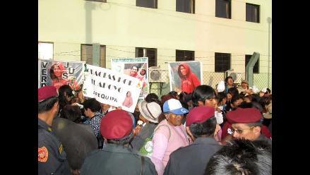 Arequipeños realizaron plantón de respaldo y apoyo a la familia de Ciro