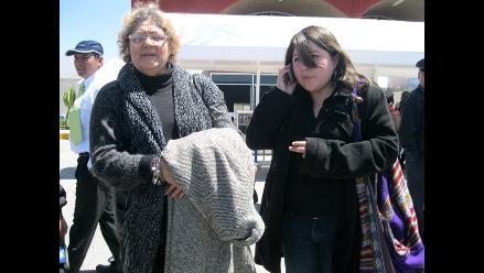 Vea la llegada de la madre de Ciro Castillo Rojo a Arequipa