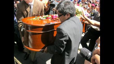 Entre lágrimas arequipeños dan el último adiós a Ciro Castillo Rojo