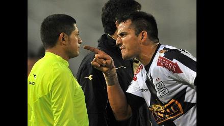 Recuerde la polémica carrera del árbitro del ´U´ vs. Vasco, Carlos Vera