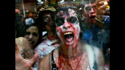 Venezolanos celebran Halloween disfrazándose de zombies