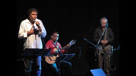 Rafael Santa Cruz celebró Día de la Canción Criolla a teatro lleno