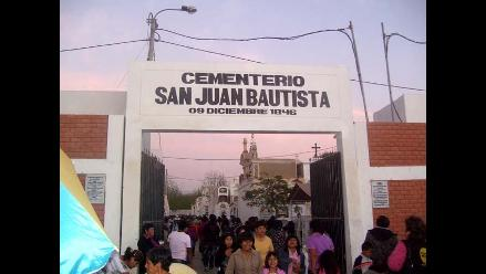 Ica: Por tres días y dos noches velan a sus muertos en San Juan Bautista