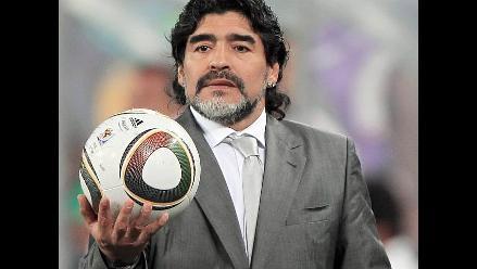 Diego Maradona pide a Cassano mantener fortaleza para superar mal