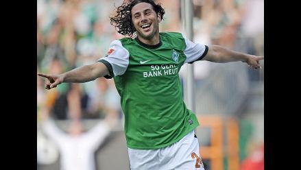 Claudio Pizarro causa sensación en Twitter con triplete ante Colonia