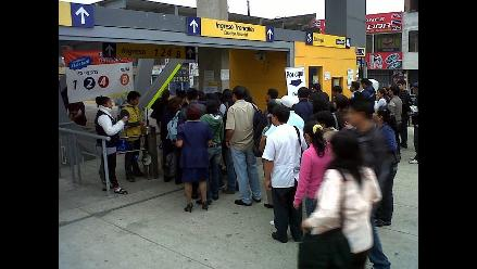 Largas colas en la estación Naranjal de El Metropolitano