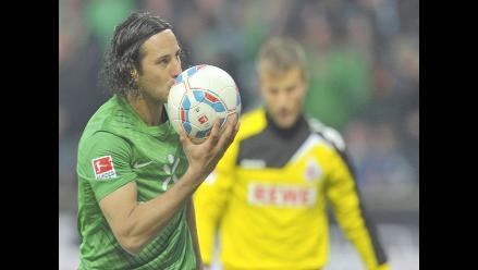 Claudio Pizarro anota triplete y le da triunfo al Werder Bremen