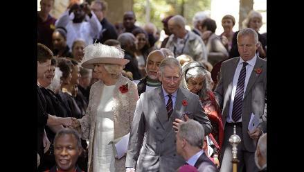Príncipe Carlos y su esposa Camila visitan Sudáfrica