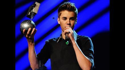 Justin Bieber recibe premio MTV por Mejor Artista Masculino