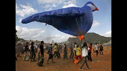 Más de 200 globos de aire caliente surcaron los cielos de Birmania