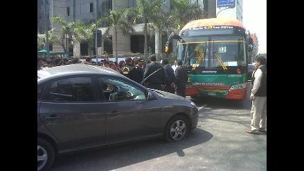 Asaltantes en fuga protagonizan accidente en la avenida Arequipa