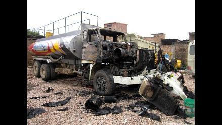 Camión cisterna se incendia en Cajamarca