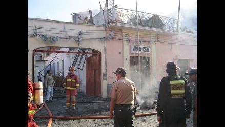 Arequipa: Fuego destruyó tres centros comerciales y un departamento