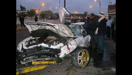 Dos muertos deja choque entre station wagon y camioneta en Tocache