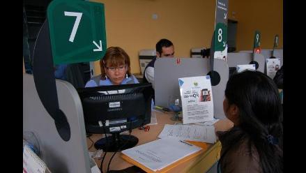 Entregan licencias de funcionamiento con código QR a comerciantes