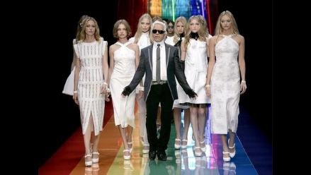 Karl Lagerfeld hace sus pinitos en el diario gratuito