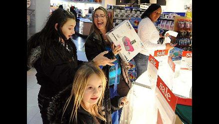 Miles hacen compras masivas en Estados Unidos en el Viernes Negro