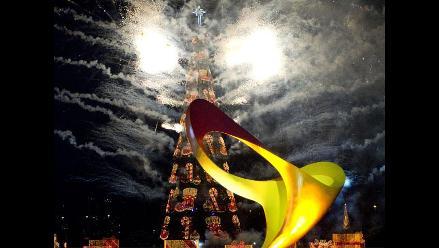 Río de Janeiro ilumina árbol flotante de Navidad más grande del mundo