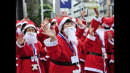 Escuela de Papá Noeles abre sus puertas en Japón