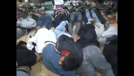 Detienen a 90 sujetos en galería de zapatos del Centro de Lima