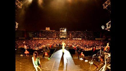 Calle 13 ofreció un accidentado concierto con cuatro horas de retraso