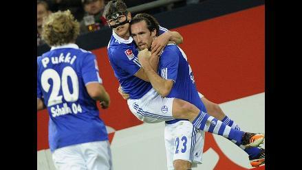 Schalke 04 sin Jeffeson Farfán derrotó 3-1 a Augsburg en la Bundesliga