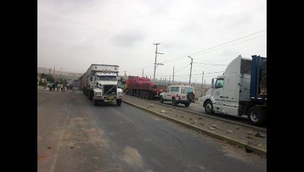 Tumbes: Cientos de vehículos varados por bloqueo de Panamericana Norte