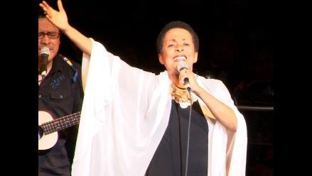 Susana Baca cantó en Sinfonía navideña Perú Canta en Teatro Municipal