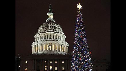 Encienden gran árbol de Navidad en el Capitolio en Washington
