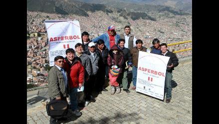 Peruanos en Bolivia  empezaron a regularizan  su situación migratoria