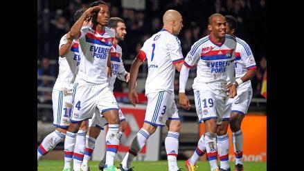 Lyon avanza a octavos de Liga de Campeones con goleada a Dínamo Zagreb