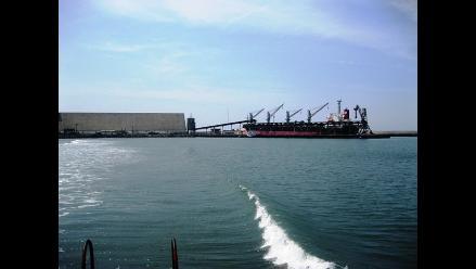 Puerto Salaverry es cerrado a labores portuarias por oleajes