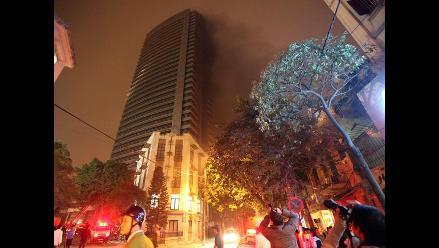 Incendio en las torres gemelas de Hanoi en Vietnam