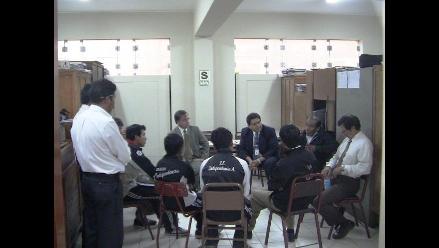 Arequipa: Alumnos del colegio Independencia continúan con toma de local