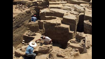 Hallan restos canales, hornos, norias y tumba en el Bosque de Pomac