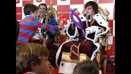 Fernando Alonso se olvida de la Fórmula Uno y se disfraza de rey mago