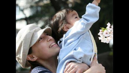 Madres que trabajan son más felices que las que se quedan en casa