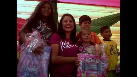 Nadine Heredia llevó alegría a pobladores de Jicamarca por Navidad