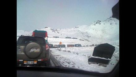 FOTOS: Cientos de vehículos varados por nevada en Carretera Central
