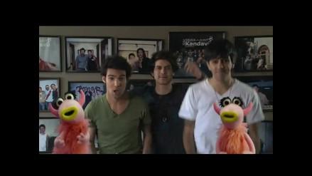 Bruno Pinasco, Ádammo y Gianella Neyra con los Muppets