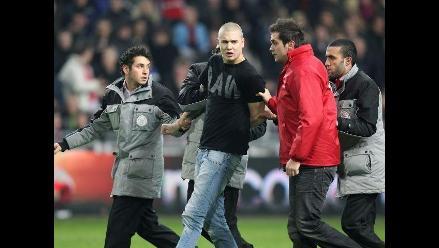 Seis meses de cárcel para hincha del Ajax que agredió al portero del AZ