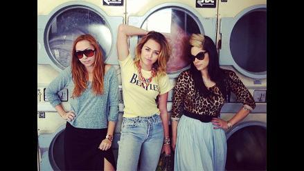 Miley Cyrus protagonizó divertida sesión de fotos en una lavandería