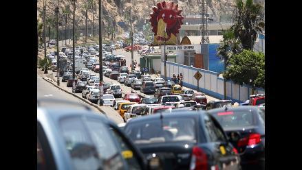 Tráfico intenso en Circuito de Playas de la Costa Verde