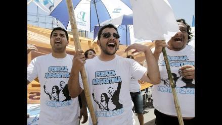 Militantes siguen vigilia en hospital donde se recupera Fernández