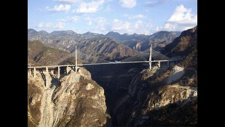 México recibe Récord Guiness por puente atirantado más alto del mundo