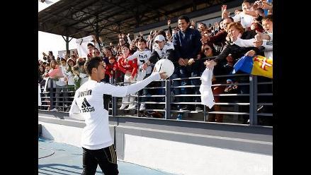 Hinchas asistieron a práctica del Real Madrid como regalo de Reyes