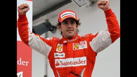 Alonso y Ferrari presentan su temporada esquiando con Rossi en Italia